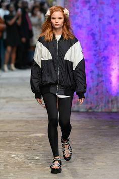 Tatras Prêt-À-Porter Printemps-Été 2020 - Défilé | Vogue Paris Vogue Paris, Order Checks, Paris Shows, Mannequins, Fashion Show, Paris Fashion, Most Beautiful Pictures, Sportswear, Rain Jacket