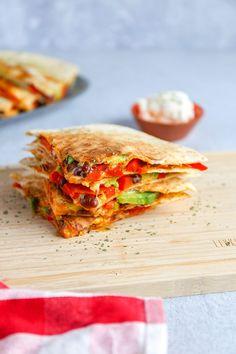 Quesadilla met bonen en avocado | In 30 min. klaar! - Lekker en Simpel Wraps, Min, Guacamole, Avocado, Sandwiches, Food And Drink, Mexican, Dinner, Quesadillas