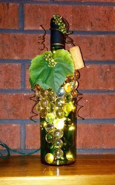 Decorativa botella de vino adornado verde luz por booklooks en Etsy