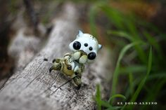 """I wanted to make some OOAK sculpts so I did these two : one """"dead"""" specimen lying on the ground , a Pseudofata lignatermes or termite fairy..."""