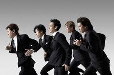 "SMAP in Softbank's ""Keep Running"" Keep Running, Mount Fuji, Japanese Culture, Picture Poses, Boy Bands, Samurai, Beautiful People, Music, Face"