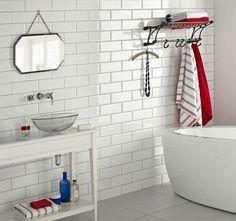 Kakel Vit Blank är en tidlös, klassisk platta i modern rektangulär form. Används till väggar inomhus.