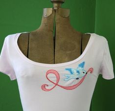Make It Pink with this super-cute bird and ribbon T-shirt!