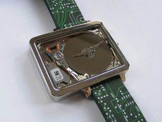 ハードドライブで作られた、スマートウォッチよりもっとギークな腕時計