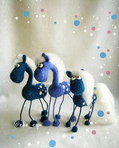 Три синих коня, три синих коня... #авторская_игрушка_от_cho_oyu #интерьерная_игрушка #фельт #фильцнадель #валяшки #войлок #конь_в_пальто #фигассе #закрома_родины #зима_на_носу⛄#тыгыдымтыгыдым  #скоро_новый_год #felt #handmade #needlefelting #horse