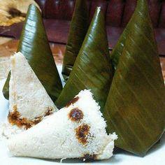 Kue abuk merupakan sejenis kue tradisional khas Betawi. Bahan utama untuk membuat kue abuk ini adalah tepung ketan. Indonesian Desserts, Indonesian Cuisine, Asian Desserts, Indonesian Recipes, Donut Recipes, Cake Recipes, Snack Recipes, Dessert Recipes, Cooking Recipes