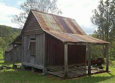 Early Queensland cottage Source by ellenaelizabeth we hate news more than you do. Old Cottage, Rustic Cottage, Old Abandoned Houses, Abandoned Places, Queenslander House, Australian Homes, Australian Bush, Barns Sheds, Old Farm Houses