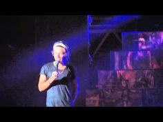 One Direction - Niall taking a lap on stage and Harry telling jokes (Kansas City). They are soooo lame! One Direction Niall, One Direction Videos, Youre The One, Take That, Zayn Malick, Knock Knock Jokes, My Kind Of Love, And So It Begins, Freaking Hilarious