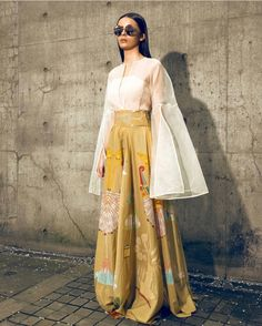 Bridesmaids Outfit Idea :- Wanderlust Fashion Hey all the Bridesmaids to be here are some fun and amazing Outfit Idea for all kind of w. Robes Western, Western Dresses, Indian Attire, Indian Ethnic Wear, Ethnic Dress, Frock Fashion, Fashion Dresses, Stylish Dresses, 70s Fashion