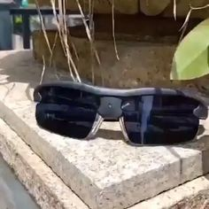 video ideen Men's Photochromic Sunglasses with Polarized Lens Cool Gadgets To Buy, Gadgets And Gizmos, Technology Gadgets, Cool Inventions, Useful Life Hacks, Cool Things To Buy, Stuff To Buy, Polarized Sunglasses, Ultra Violet