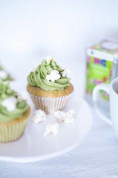 Banana matcha cupcakes with popcorn Matcha Cupcakes, Mini Cupcakes, Cupcake Recipes, Dessert Recipes, Desserts, Popcorn, Little Cakes, Afternoon Tea, Baked Goods