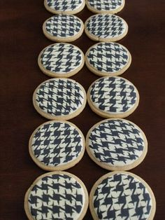 Houndstooth cookies - I thought that I had seen it ALL when I pinned the punkins :}