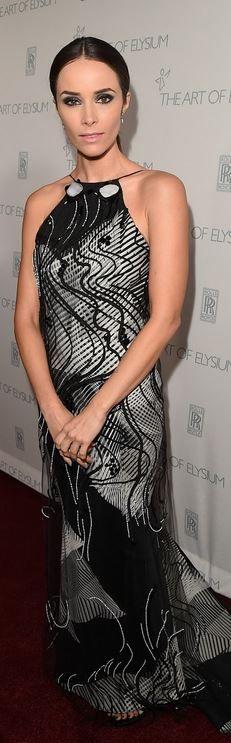 Abigail Spencer: Dress – Carolina Herrera  Jewelry – Porter Lyons  Shoes – Stuart Weitzman  Purse – Alexandra Knight