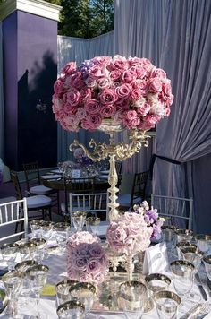 Wow, if I were able to spend lots on flowers at my wedding this bundle of roses would definitely be on the list!