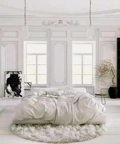 Soft white bedroom in a Parisian apartment | #bedroom #parisianstyle #whiteinterior #shadesofwhite