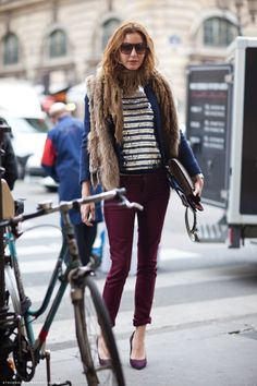 Ece Sukan - I love how she's styled those burgundy jeans