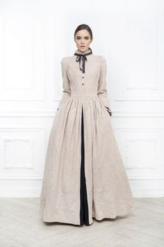 Floral vintage dress by Bella Potemkina Muslim Fashion, Modest Fashion, Hijab Fashion, Fashion Dresses, Look Fashion, Retro Fashion, Vintage Fashion, Womens Fashion, Fashion Design