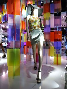 www.retailstorewindows.com: Topshop, London