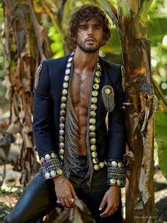 EDITORIAL: Secret Paradise Marlon Texeira, Look Fashion, Mens Fashion, Burning Man Outfits, Mode Boho, Hommes Sexy, Brazilian Models, Brazilian Supermodel, Mode Vintage