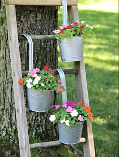 14 Marvelous Ideas For Using Old Ladder In Your Garden ladder Diy Planters Outdoor, Galvanized Planters, Galvanized Decor, Garden Planters, Planter Ideas, Outdoor Plant Stands, Diy Planter Stand, Long Planter, Garden Plant Stand