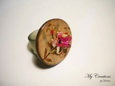 caoutchouc ring (wood, golden flower, butterfly shaped swarovski crystal)