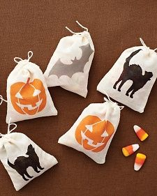 How to: stenciled Halloween mini treat bags. Cute!