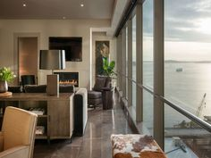 Four Seasons Private Residence 1201, Seattle