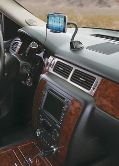 Scosche Wdqm Stuckup is the Best Wireless Car Charger Mount