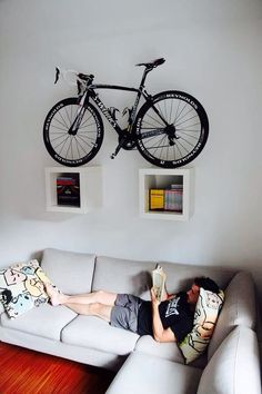 bike storage ideas and modern interior design Here is a collection of space-saving bike storage ideas that give sports enthusiasts great inspirations and help decorate their home interiors in a unique, sport-inspired, and creative style Hanging Bike Rack, Bike Hanger, Hanger Rack, Bicycle Wall Mount, Bike Mount, Bike Storage Apartment, Bike Storage Living Room, Velo Design, Bicycle Design