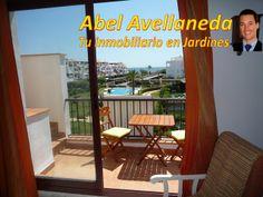 Terraza y vistas de un apartamento tipo ático (2ª planta, con terraza y solarium en cubierta)