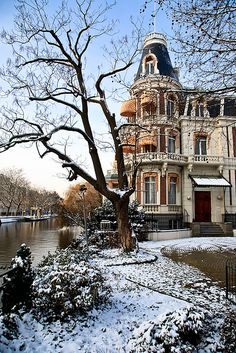 Wintery canals. Amsterdam