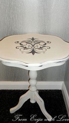How to Use a Stencil - Table Makeover