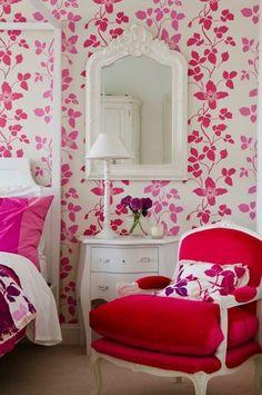 camera decorata con carta da parati