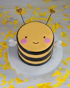 Alarmingly adorable: Baby Cake Designs by Whipped .- Alarmierend entzückend: Baby-Kuchen-Entwürfe durch gepeitschten Bakeshop CakeS… Alarmingly Adorable: Baby Cake Designs by Whipped Bakeshop CakeSpy – Cake for Kids – # Baby cake designs - Bee Cakes, Fondant Cakes, Cupcake Cakes, Baby Cupcake, Cake Icing, Pretty Cakes, Beautiful Cakes, Amazing Cakes, Baby Cake Design
