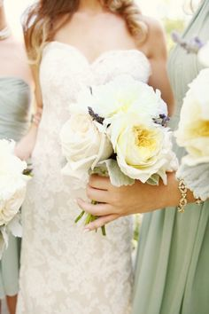 Mint bridemaid dresses with a touch of lavender in the bouquet