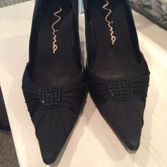 Nina black dressy shoe with black embellishments. Nina dressy black shoes with embellishments right back heel is a little worn. You may be able to take it to a shoe repair and see if it can be fixed.  Your call.  Nina Ricci Shoes