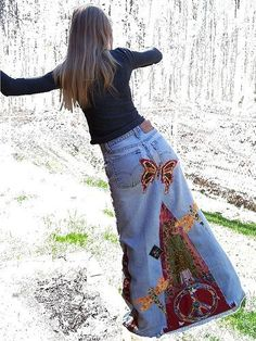 Butterfly Peace Hippie Skirt backyard Crop Butterfly Peace Hippie Skirt, going to recruit Beema to help with this one!Butterfly Peace Hippie Skirt, going to recruit Beema to help with this one! Diy Jeans, Recycle Jeans, Lace Jeans, Mode Hippie, Bohemian Mode, Paz Hippie, Sewing Dress, Sewing Clothes, Denim Fashion
