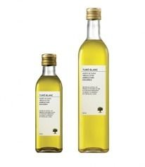 Saved by eric corretje on Designspiration. Discover more Olive, Oil, Pati, Nu, and Ez inspiration. Olive Oil Packaging, Bottle Packaging, Brand Packaging, Packaging Design, Olive Oil Image, Bottle Images, Olive Oil Soap, Olive Oil Bottles, Best Oils