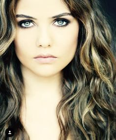 Davina Claire  (danielle campbell)