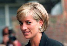 O príncipe William e o seu irmão Harry ordenaram este domingo a construção em Londres de uma estátua da sua mãe, a princesa Diana, quando se aproxima o 20.º aniversário da sua morte num acidente de viação em Paris.