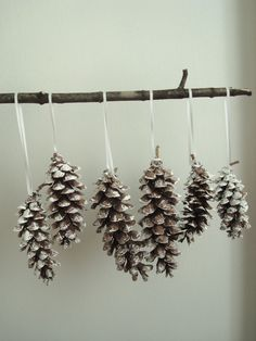 DIY home decoration Noel Christmas, Rustic Christmas, Christmas Projects, All Things Christmas, Holiday Crafts, Holiday Fun, Christmas Ornaments, Festive, Pine Cone Decorations