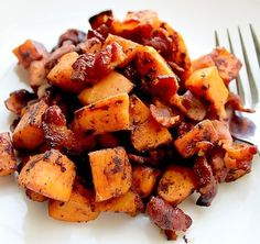 This simple to-make Maple Bacon Sweet Potato Hash is a delectable sweet and appetizing formula. It's the ideal side dish for breakfast, info. Sweet Potatoe Bites, Potato Bites, Sweet Potato Hash, High Protein Meal Prep, Healthy Meal Prep, Healthy Recipes, Potato Hash Recipe, Tuscan Chicken, Burrito Bowls