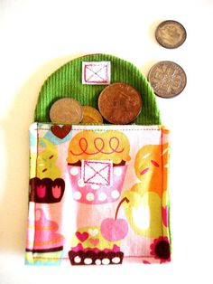 Small Cupcake Purse by cronopia6 on Etsy, $8.00