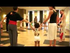 ▶ De Kinderyogajuf - YouTube