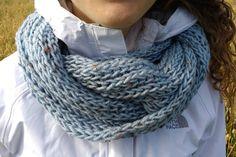Foulard infini bleu pâle par GTricots sur Etsy