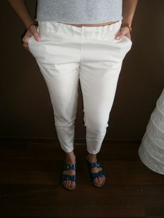 white pants 139 pln l 40 euro  #białe #spodnie #lato #swag #modapolska #polishdesigner #otwieramszafe #fashionblog Capri Pants, Swag, Fashion, Moda, Fashion Styles, Capri Trousers, Fashion Illustrations, Fashion Models
