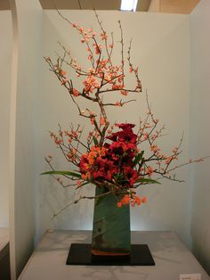 Japanese flower arrangement 19, Ikebana: いけばな by Conveyor belt sushi, via Flickr