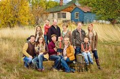 big family picture ideas | Large family photo pose