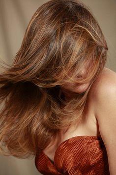 E' difficile spiegare una passione, è altrettanto difficile spiegare la magia di un Degradé Joelle e quanta arte e passione nel realizzarlo. #cdj #degradejoelle #tagliopuntearia #degradé #dettaglidistile #welovecdj #shooting #beautifulhair #naturalshades #hair #hairstyle #hairstyles #haircolour #haircut #fashion #longhair #style #hairfashion