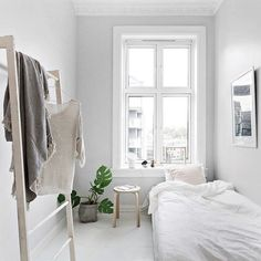 14 Trendy Bedroom Design and Decor Ideas for Your Next Makeover - The Trending House Modern Minimalist Bedroom, Minimal Bedroom, Minimalist Apartment, Stylish Bedroom, Minimalist Home Decor, Modern Bedroom, White Bedrooms, Modern Apartment Decor, Romantic Bedroom Decor